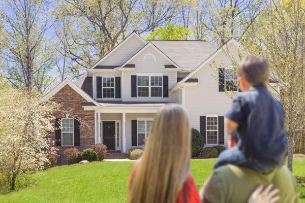 Молодая семья приобрела жилье по ипотеке.