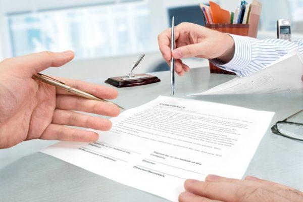 Сотрудник финансовой компании предложит подписать необходимые документы.
