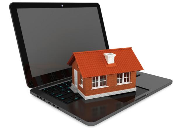 Дом и ноутбук.