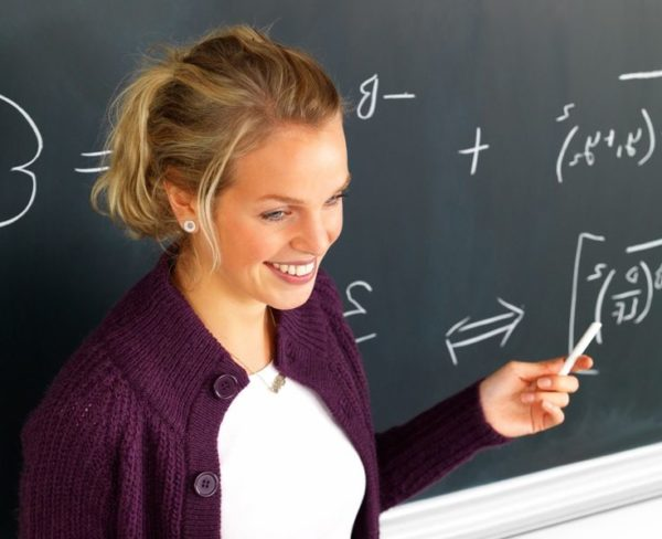 Молодая учительница может получить жилищную ипотеку на льготных условиях.